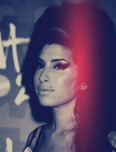 Amy Winehouse 5934e030e5a40a6610e42a268ef29495