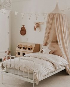 Isabella loves her new room! It's something I have wanted to change for a while now and I love it 😍 Childrens Room Decor, Baby Room Decor, Baby Bedroom, Girls Bedroom, Estilo Boho, Little Girl Rooms, New Room, Decoration, Change