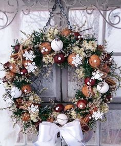Christmas Deco, Christmas Wreaths, Pine Cone Decorations, Deco Wreaths, Pine Cones, Wood Crafts, Seasons, Holiday Decor, Home Decor