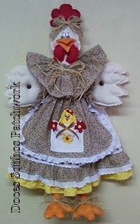 DOCES SONHOS PATCHWORK: Galinha puxa-saco marrom: Craft Projects, Sewing Projects, Projects To Try, Chicken Quilt, Christmas Stockings, Christmas Ornaments, Chickens And Roosters, Gift Baskets, Arts And Crafts