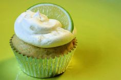 :P one of my favorite cocktails a  Mojitoin a cupcake variant. I so need to make this