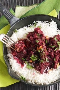 Chaukandar gosht – Beetroot and beef curry with cinnamon and black cardamom by Sumayya Usmani Spicy Recipes, Curry Recipes, Meat Recipes, Indian Food Recipes, Cooking Recipes, Healthy Recipes, Recipies, Indian Foods, Savoury Recipes