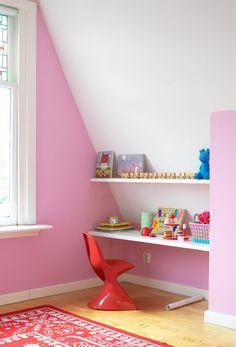 nice little kids nook. Attic Rooms, Attic Spaces, Kid Spaces, Small Spaces, Pink Bedroom For Girls, Little Girl Rooms, Deco Paris, Built In Desk, Kids Room Design