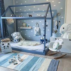 Linda inspiração de decoração de quarto infantil para os meninos. Com essa cama não precisamos nos preocupar com quedas. Imagem do ig  @madelen88  #festejarcomamor #maternidade #gestante #gravidez #gravidas #kids #kidsroom #kidsinteriorstyling #quartoinfantil #quarto #quartodemenino