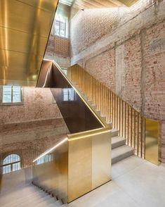 "6,843 Beğenme, 49 Yorum - Instagram'da Interior Design Magazine (@interiordesignmag): ""A converted department store in Venice by @oma.eu, Fondaco dei Tedeschi, features a limited number…"""