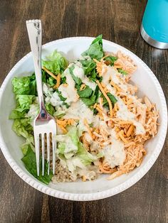 Raise your hand if you're a fan of cooking ONCE and eating on it for days?!? 🙋♀️ Yep! You and me both sister! That's why I love this Crockpot Buffalo Chicken. I've always been a… Buffalo Chicken Quinoa, Shredded Buffalo Chicken, Crockpot Meat, Healthy Crockpot Recipes, Yummy Recipes, Lunches And Dinners, Meals, Dairy Free Cheese, Guacamole Recipe