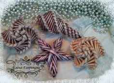 Paper Basket Weaving, Willow Weaving, Weaving Art, Tapestry Weaving, Straw Crafts, Easter Egg Basket, Weaving Designs, Quilling Paper Craft, Newspaper Crafts
