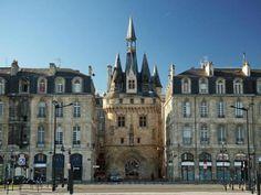 Porte Cailhau à Bordeaux en France, construite en 1495. Elle fut à une époque, la principale entrée de la ville