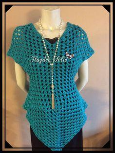BLUSA FACIL CON DOS GRANNYS - YouTube Blouse Au Crochet, Crochet Shawl, Knit Crochet, Blouse Patterns, Clothing Patterns, Chic Shop, Oversized Dress, Crochet Girls, Crochet Videos