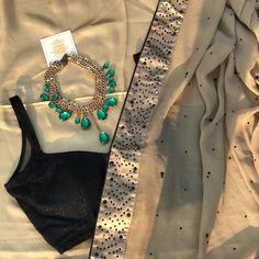 Beige georgette Saree with black silk blouse Trendy Sarees, Stylish Sarees, Style Oriental, Black Silk Blouse, Saree Trends, Indian Wedding Outfits, Indian Outfits, Ethnic Outfits, Indian Attire