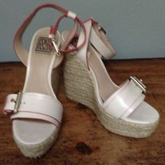 """Spotted while shopping on Poshmark: """"8.5M Pour la Victoire ankle strap wedge platforms.""""! #poshmark #fashion #shopping #style #Pour la Victoire #Shoes"""