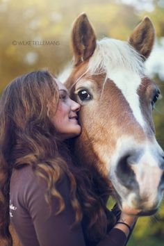 Afbeelding Horse Senior Pictures, Horse Photos, Horse Girl Photography, Animal Photography, All The Pretty Horses, Beautiful Horses, Animal Hugs, Horse Portrait, Beautiful Friend