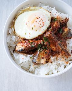 This Sardine Rice Bowl is a quick and easy protein-packed meal. Rice and tomato marinated sardines get topped off with a fried egg.