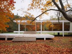 Mies van der Rohe,  Farnsworth House 1945-1951, http://www.farnsworthhouse.org/history.htm