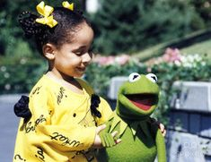 The Muppets at Walt Disney World features an appearance by Raven-Symoné, who sings Rainbow Connection with Kermit. Kevin Clash, Michael Eisner, Raven Symone, Childhood Memories 90s, Fraggle Rock, Star Tours, Kermit The Frog, Jim Henson, Kids Tv