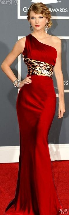 Taylor Swift in Gorgeous Red Gown...