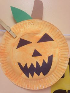 Halloween face paper plate
