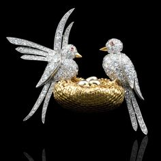 VAN CLEEF & ARPELS, Paris.c1949.Enchanting diamond 'Inseperables' bird brooch
