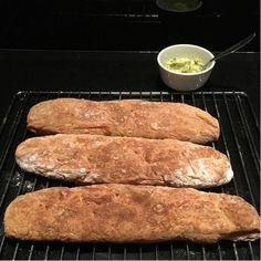Stokbrood gemaakt van speltbloem, 3 stuks. Gezond en ook bijzonder lekker met zelfgemaakte kruidenboter.