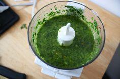 How to Make Very Paleo Chimichurri Sauce | via The Hungry Girlfriend