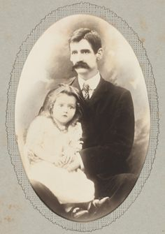 Henry Lawson with his daughter Bertha Louisa, photoprint from the collection of the State Library of New South Wales The Wonderful Country, Its A Wonderful Life, World History, Family History, Australian People, Terra Australis, Teaching Geography, Photographs Of People, Historical Images
