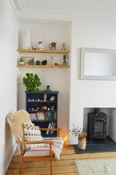 Cozy living room design by Lou in the Little Green Shed. Upcycling furniture with fa … - Upcycled Furniture Thrifting My Living Room, Small Living, Home And Living, Living Room Decor, Alcove Ideas Living Room, Cozy Living, Alcove Shelving, Room Shelves, Wooden Shelves