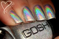 Gosh holographic polish, this reminds me of the discontinued Chanel holographic polish.  Must track this down.