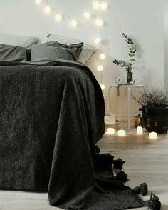 Luzinhas pra morrer de amores e desejar boa noite {pic via pinterest}  #cdaquartos #bedroomdecor #bedroom #night #blogcasadasamigas