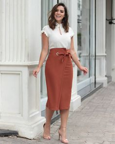 {New Collection} Details! Office Fashion, Work Fashion, Modest Fashion, Fashion Dresses, Fashion Fashion, Fashion News, Classy Outfits, Chic Outfits, Skirt Outfits