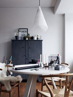 Love round tables in offices.  Hitta hem