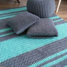 Zestaw gotowy, dywan, podusia i pufa 💪 👏 👌 ☺ Crochet Carpet, Crochet Home, Diy Crochet, Crochet Baby, Knit Rug, Crochet Rug Patterns, Modern Crochet, Diy Carpet, Knitting Stitches