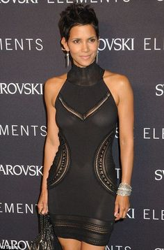 little black dress with sheer – CELEBS Halle Berry Style, Halle Berry Hot, Cleveland, Hale Berry, Actrices Sexy, Beautiful Black Women, Pretty Black, Beautiful Celebrities, Lady