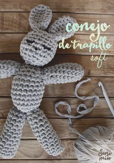 Patrón de conejo amigurumi hecho a crochet con Trapillo SOFT. Free Pattern Crochet Bunny, Crochet For Kids, Diy Crochet, Crochet Dolls, T Shirt Yarn, Amigurumi Doll, Crochet Projects, Crochet Earrings, Crochet Patterns