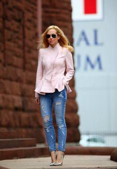 Brooklyn Blonde dresses up the Current/Elliott Stiletto Jeans in shredded. Great look Brooklyn Blonde, Street Chic, Street Style, Street Fashion, Christian Dior, Peplum Jacket, Peplum Blazer, Pink Jacket, Bleached Denim