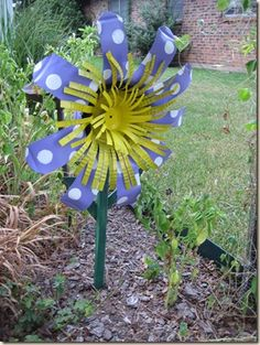 Tin can flower garden art - DIY