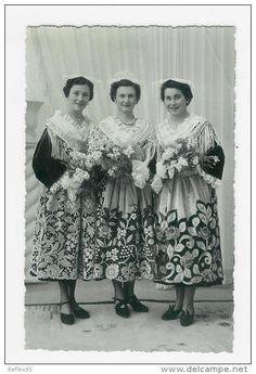 La reine des thoniers et ses dauphines  Mme Guillevic, Mme Le Petit et Mme Géhanno