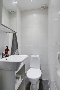 . Molngatan 16 - Bjurfors Uppsala, Toilet, Bathroom, Washroom, Flush Toilet, Bathrooms, Litter Box, Toilets, Bath