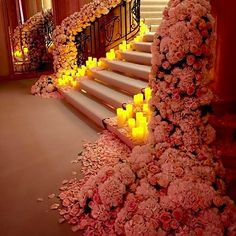 #floral_staircase Certainly a stairway to heaven by #jeffleatham in Paris.