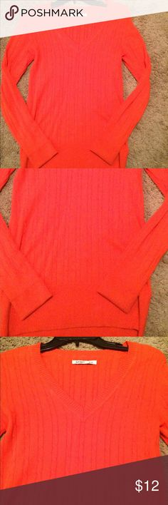 New Old Navy sweater Brand new and never worn. Old Navy Sweaters V-Necks