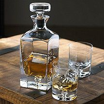 Lexington Whiskey Decanter and Glasses Set at Wine Enthusiast - Whisky looks simple in the bedroom & refreshes drinkers in the evening as well as morning - BOSTOCK Whiskey Decanter, Whiskey Glasses, Cigars And Whiskey, Shot Glasses, Whiskey Label, Gin, How To Make Oil, Crystal Decanter, Anniversary Gifts For Him