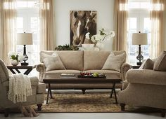 Attirant The Duchess Is Said To Love Colors In Her Home. Style This Hamilton Sofa In  Your Space To Get The Look.