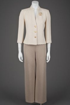 St John Knits Jacket & Santana Pant Suit with Pearl Brooch (4)