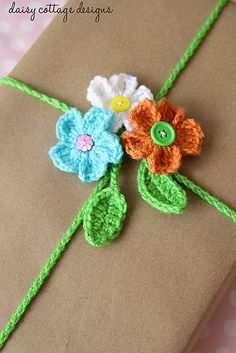Floral Gift Wrap Closures - by Daisy Cottage Designs  -- http://www.daisycottagedesigns.net/2014/03/diy-floral-gift-wrap-crocheted-gift.html