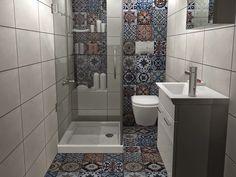Bathroom Storage, Small Bathroom, Master Bathroom, Toilet Tiles, Bathroom Colors, Modern Kitchen Design, Interior Design Living Room, House Design, Home