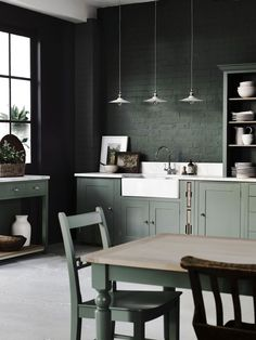 Green Kitchen Wall with Dark Cabinet Inspirational 20 Dark Kitchen Ideas for Every Kitchen Size Dark Green Kitchen, Green Kitchen Walls, Kitchen Colors, Kitchen Ideas, Diy Kitchen, Kitchen Decor, Smart Kitchen, Art Deco Kitchen, Kitchen Spoon