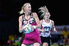 Zanne-Marie Pienaar Photos - Zanne-Marie Pienaar of South Africa looks to make a pass during the World Series Netball match between New Zealand and South Africa at Hisense Arena on October 2017 in Melbourne, Australia. - World Series Netball Netball, Melbourne Australia, World Series, New Zealand, South Africa, October, Photos, Style, Fashion