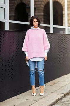 Jeans e maglione rosa