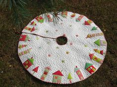 stunning quilted christmas tree skirt