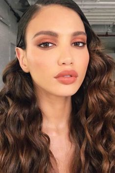 Pretty And Fresh Makup Looks For You To Start Your Year ; Makeup Looks; Fresh Makeup Looks; Makup Looks, Soft Makeup Looks, Fall Makeup Looks, Spring Makeup, Fall Eye Makeup, Peach Makeup Look, Fresh Makeup Look, Runway Makeup, Prom Makeup