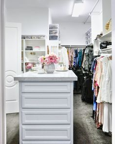 You'll love these 10 amazing walk in closet organization ideas. From designer closets to DIY closet organizer ideas, these closet makeover tips will help maximize your space and create a beautifully organized space.for your closet!
